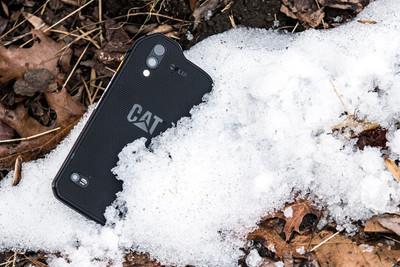 Новый смартфон CAT S61 получил защищенный корпус, тепловизор и дальномер