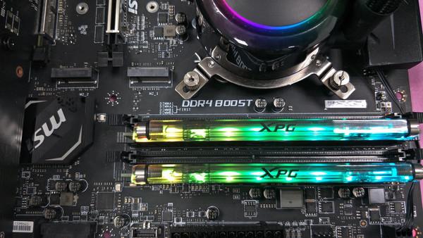 Модуль XPG SPECTRIX D80 RGB с охлаждением жидким азотом разогнан до 5531 МГц