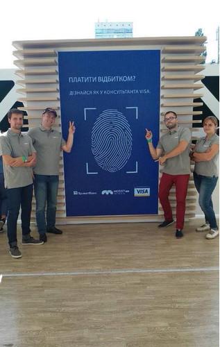 Visa и ПриватБанк запустили в Украине оплату пальцем