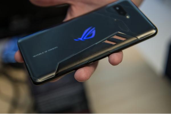Состоялся официальный анонс игрового смартфона ASUS ROG Phone