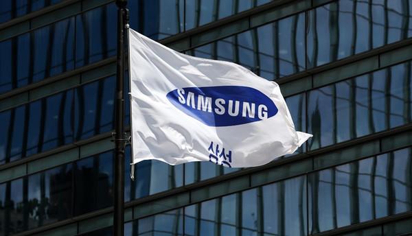 Samsung представит S10 с разными экранными сканерами пальцев