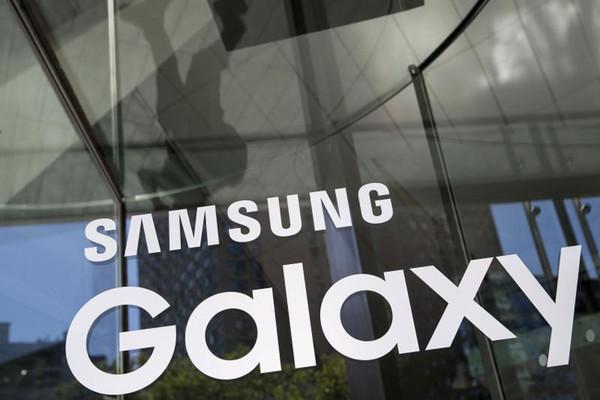 Wireless Charger Duo – новая зарядная станция Samsung
