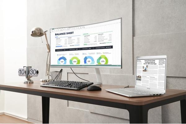 Samsung представила первый в мире изогнутый QLED монитор с интерфейсом Thunderbo