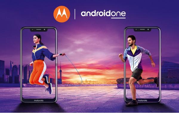 Motorola продемонстрировала клоны iPhone X под управлением чистой Android