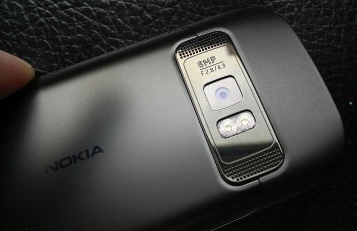 Nokia C7 – функциональный телефон