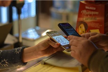 В Украине появился первый рынок, на котором можно рассчитаться с мобильного