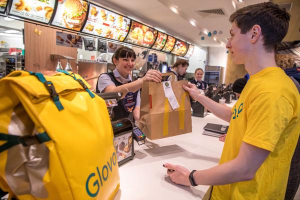 МакДональдз запускает в Украине сервис быстрой доставки McDelivery с Glovo