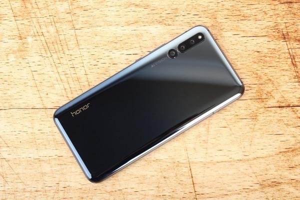 Huawei представит 5G-смартфон под брендом Honor во втором полугодии