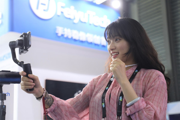 Fly Technology представляет трехосевой стабилизатор - FeiyuTech VLOG pocket