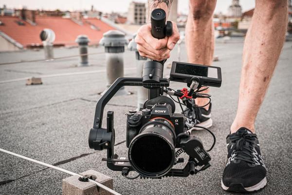 Fly Technology представляет новый трехосевой стабилизатор для DSLR камер AK4500