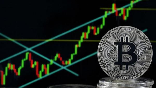 Курс биткоина достиг новой отметки: что дальше
