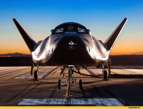 Космический корабль Dream Chaser на финальной стадии сборки