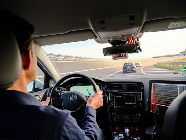 Передача данных через сеть 5G: каким будет будущее на дорогах