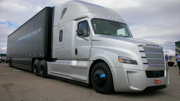 Waymo и Daimler будут вместе разрабатывать самоуправляемые грузовики