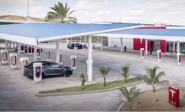 Tesla предлагает год бесплатной зарядки Supercharger, чтобы стимулировать продаж