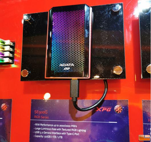 ADATA представила внешний твердотельный накопитель SE900G с RGB-подсветкой