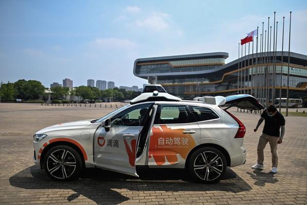 На автомагистралях Китая разрешат испытывать автомобили без водителя