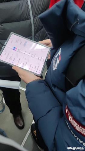 Смартфон Xiaomi с гибким дисплеем замечен в китайском метро — релиз уже близко