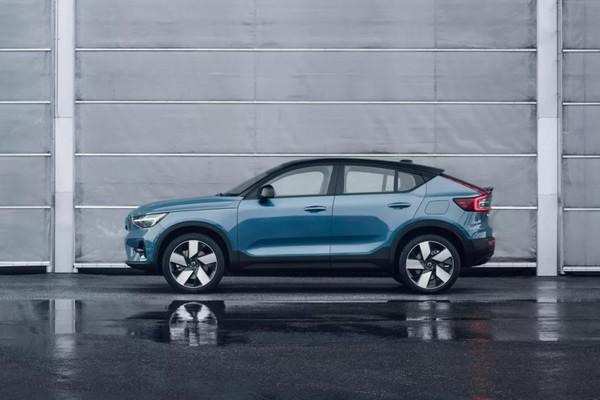 Volvo представила электрический кроссовер-купе C40 Recharge с запасом 420 км