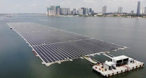 В Сингапуре построили крупнейшую морскую плавучую солнечную электростанцию