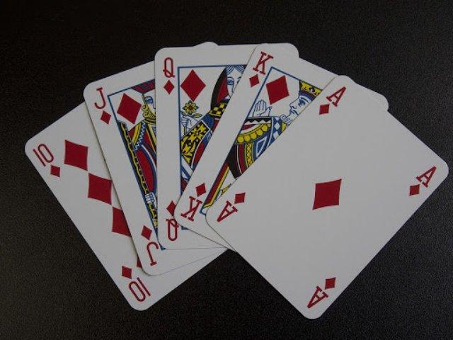 Покерные комбинации: от старшей карты до роял-флэша